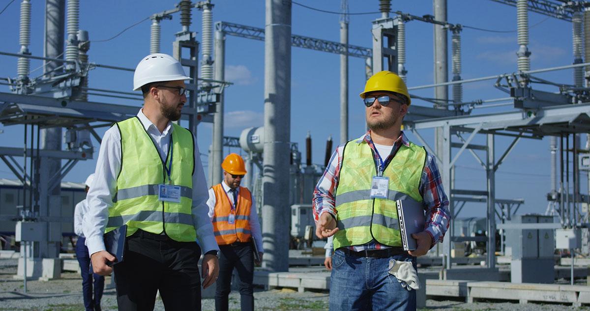 Ist ein Arbeitnehmer in seinem Beruf voll ausgebildet, hat der Arbeitgeber weniger strenge Auflagen bezüglich Instruktion und Kontrolle der Arbeitnehmer.